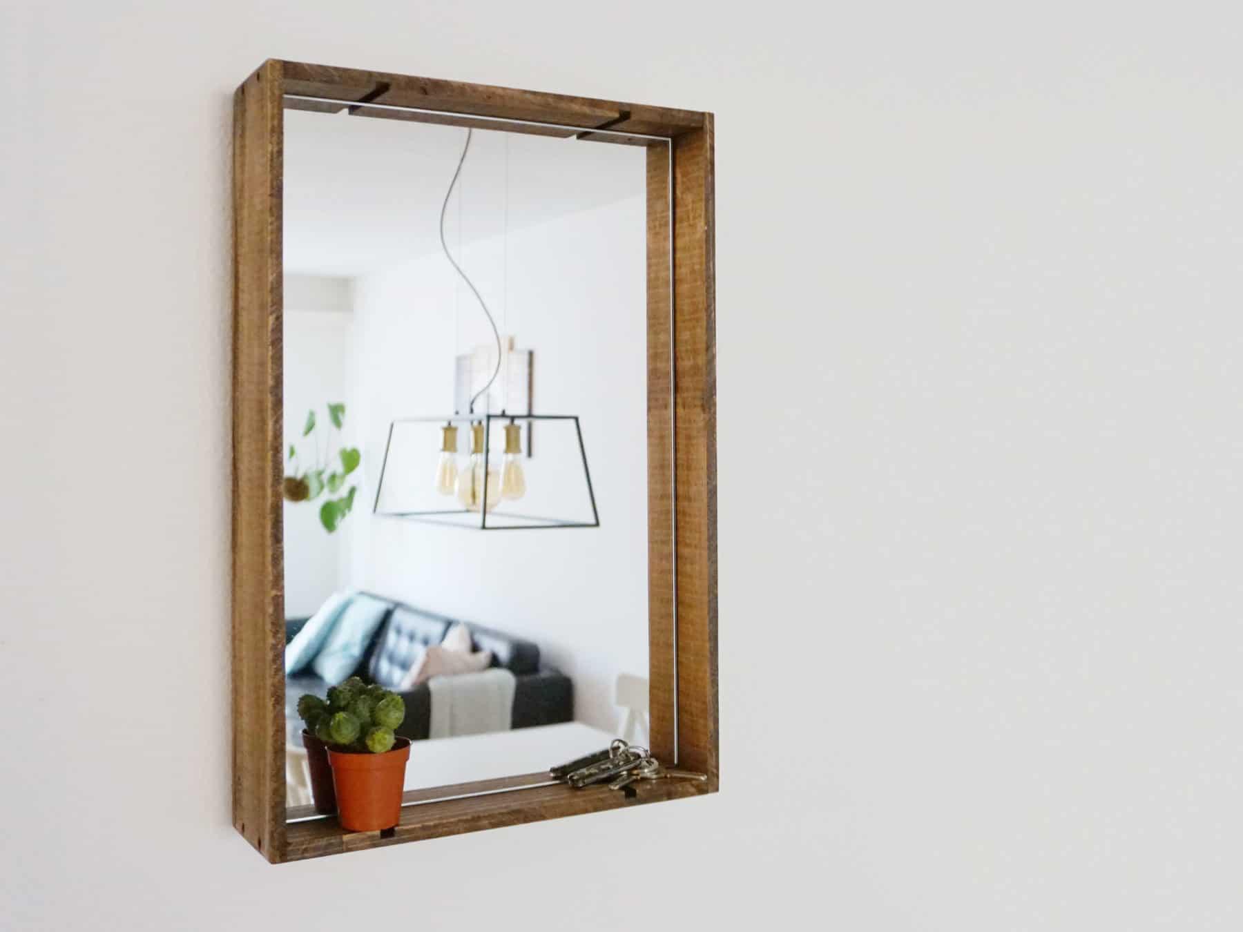 Uniqamo Spiegel Upcycling aus alten Weinkisten swissmade KURTS.ch in Wohnung