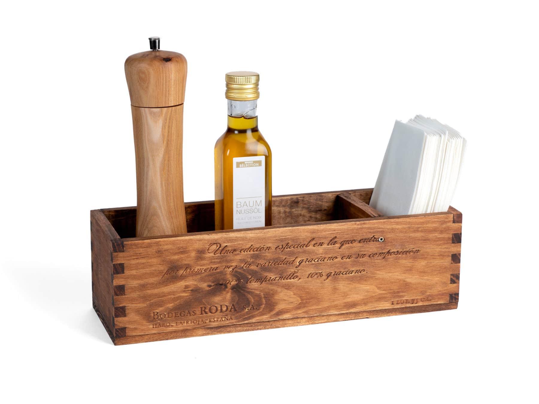 Tischaccessoire aus alter Weinkiste von Uniqamo in Gebrauch | swissmade | handmade KURTS.ch (2)