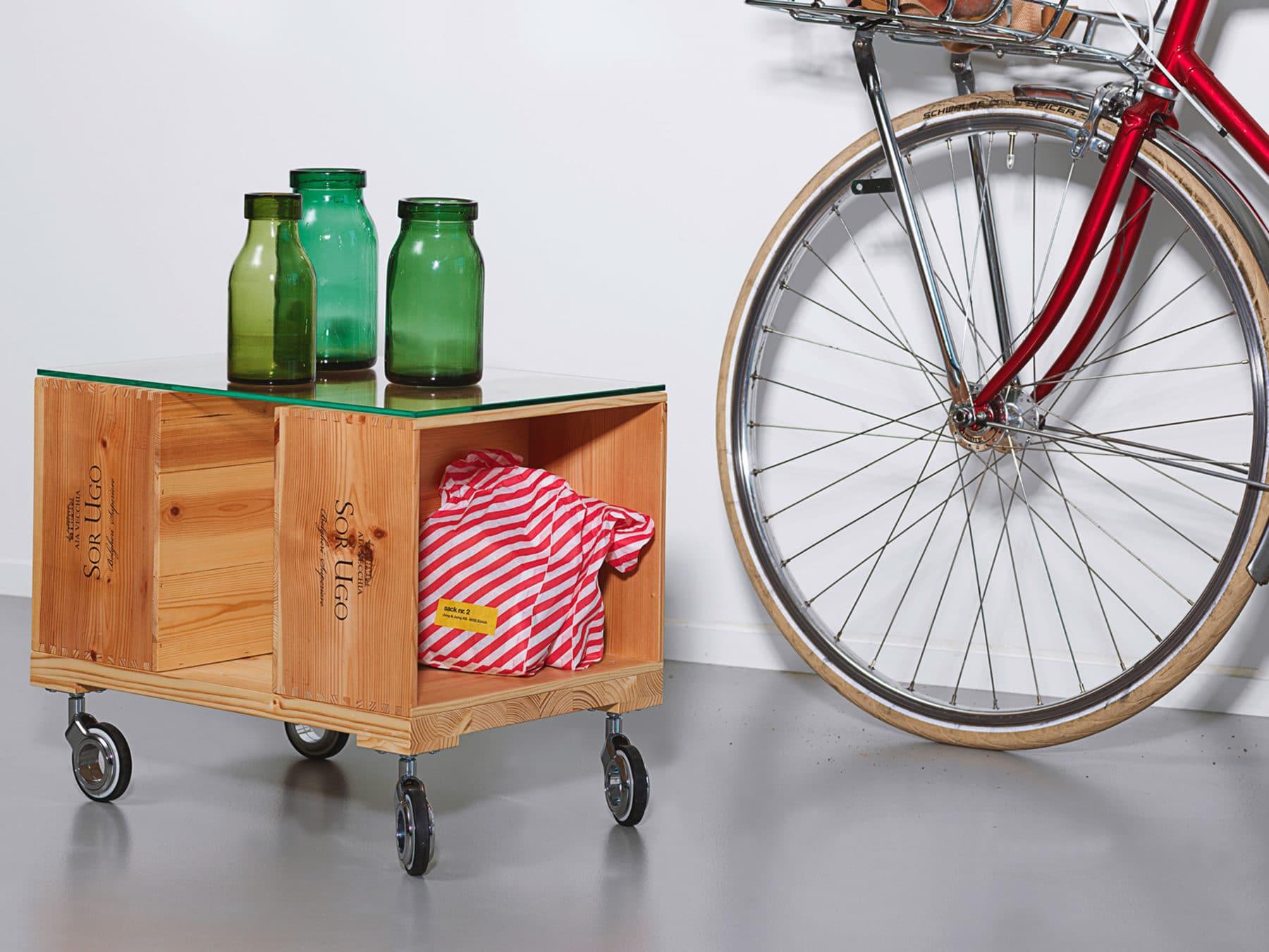 Uniqamo Beistelltisch Rollen Classic 6 gebrauchte Weinkisten Upcycling Moodbild