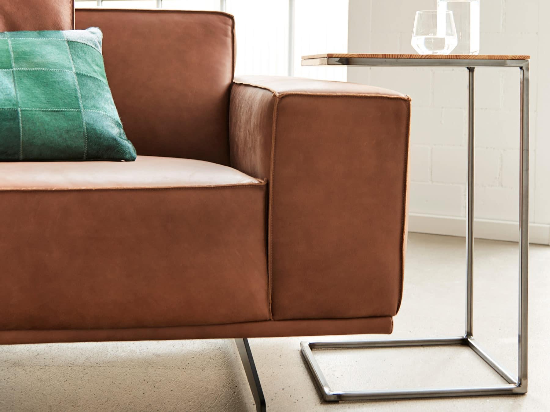 Beistelltisch emillion weinkiste uniqamo KURTS handmade swissmade sofa